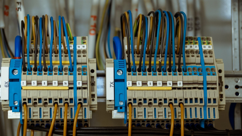 Why are cable trays the best way to protect your cables?