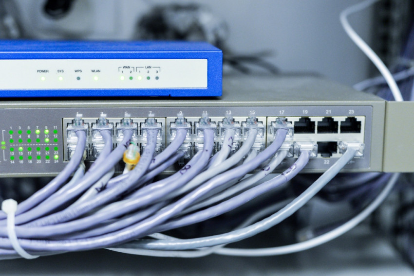 How to select the right cable trays manufacturers for cable management requirements?